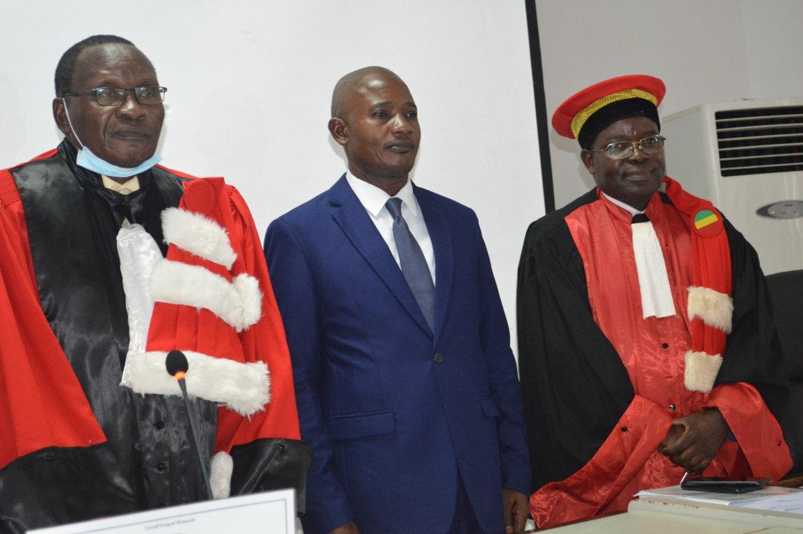 Thèse de doctorat unique : Benjamin Ngoma décrit la formulation des titres dans « Les Dépêches de Brazzaville » et « La Semaine Africaine »