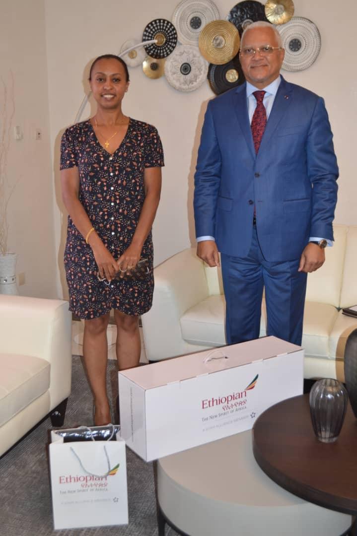 Le ministre des transports reçoit Anley Eshetu de Ethiopian Airlines