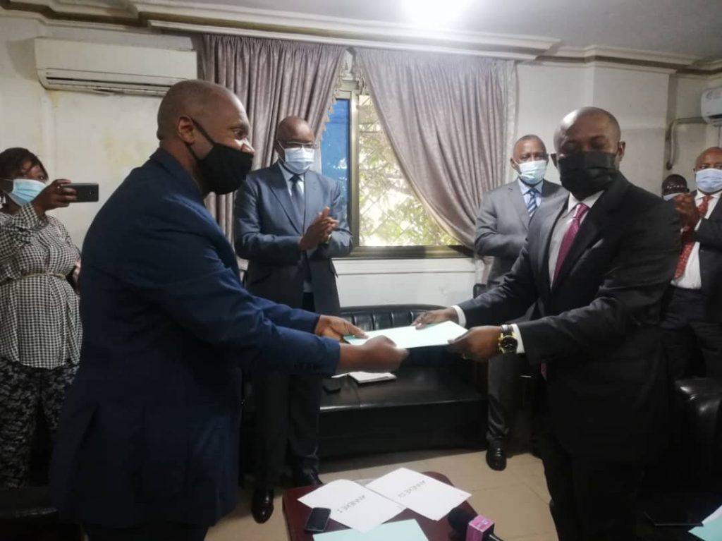 PASSATION DE SERVICE ENTRE LES DIRECTEURS GENERAUX DU MINISTERE DU PLAN ET DES TRANSPORTS