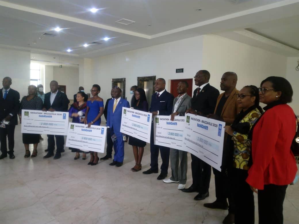 Les lauréats Hackathon primés par le PNUD