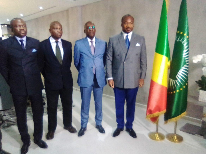 Le ministre de la coopération internationale s'entretient avec Plusieurs personnalités