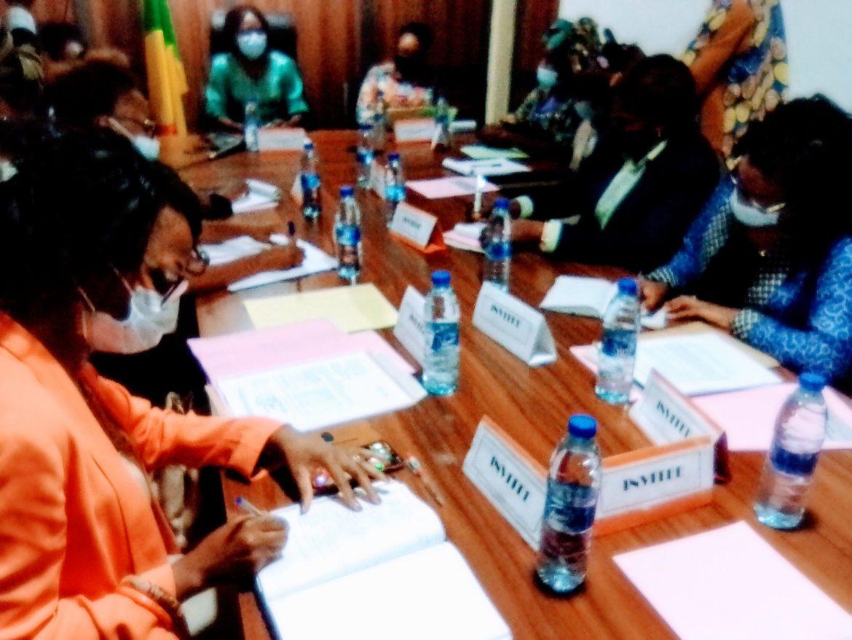 Les femmes des sociétés savantes reçues par le Conseil consultatif de la femme